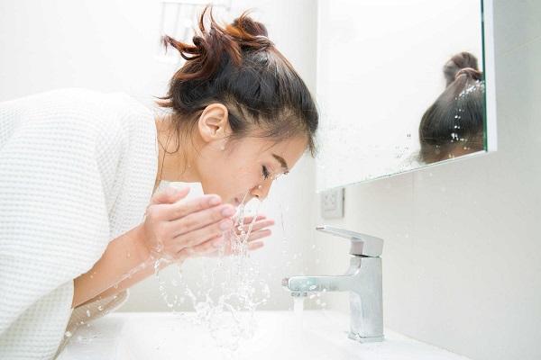 phun môi kiêng nước bao lâu, phun môi kiêng nước bao nhiêu ngày, phun môi cần kiêng nước bao lâu, phun môi kiêng nước trong bao lâu, phun xăm môi kiêng nước bao lâu, sau khi phun môi kiêng nước bao lâu, sau khi phun môi nên kiêng nước bao lâu, tại sao phải kiêng nước sau khi phun môi